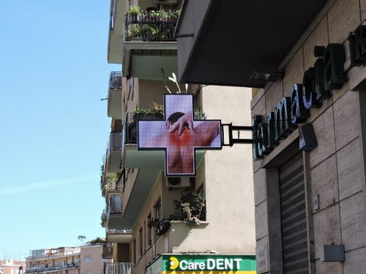 Croce farmacia led fullcolor a Roma