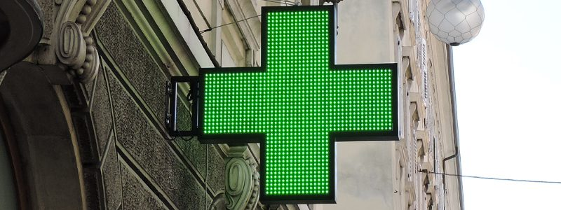 Installazione croce grafica a led verde, Farmacia All'Esculapio
