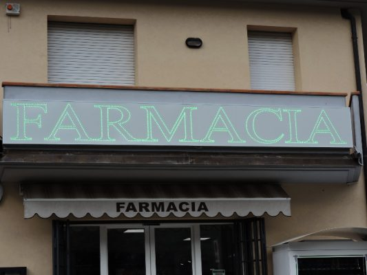 Insegna luminosa a led per farmacia Pistoia